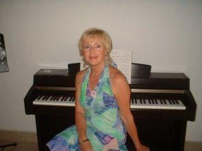 Copy of daphne piano bali 2010