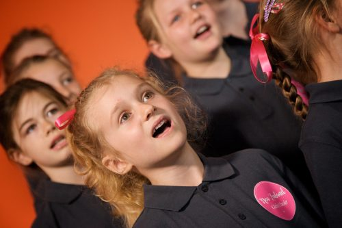 New Zealand Girls Choir and Voices on The Avenue
